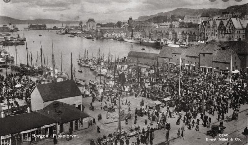 aftenstjernen-Torget-i-Bergen-i-1910-omlag-som-pa-Lotta-og-Blancas-tid