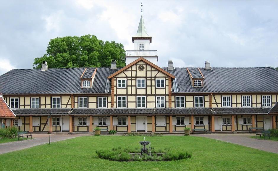 Frogner-Hovedgard-et-steinkast-unna-mitt-oppdiktende-Tarnhuset-hvor-familien-Vogt-bodde.-Foto-Aud-Midtsund-1